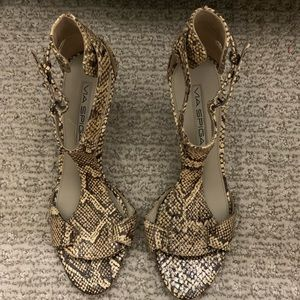 Via Spiga strappy 2.5/3 inch heel, never worn sz 6